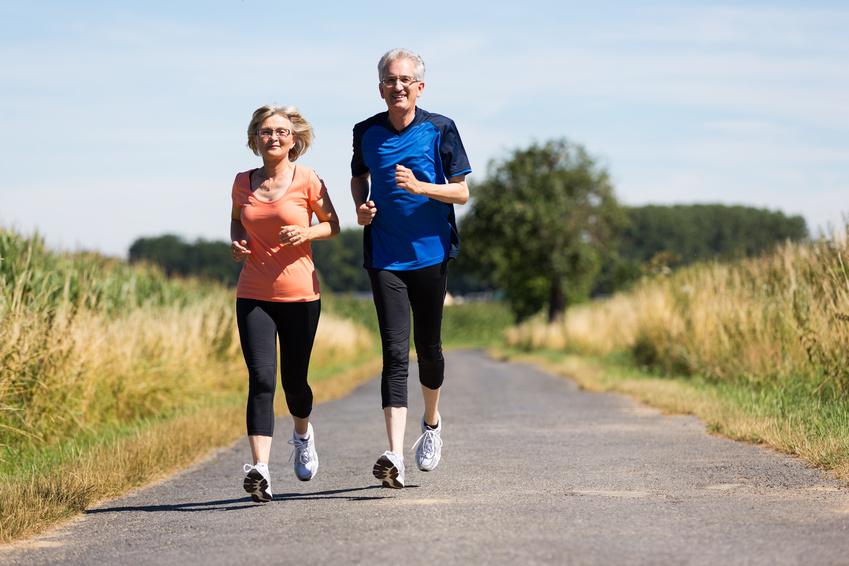 Mayores corriendo (jubilación activa)