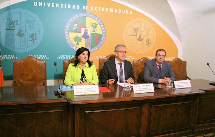 Firma Convenios Colegio Enfermería Cáceres - UEx
