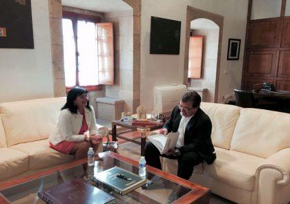Presidenta del Colegio de Enfermería de Cáceres se reune con el presidente de la Junta de Extremadura