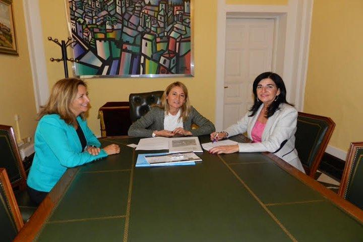 Presentación de Eventos Enfermería a Alcaldesa de Cáceres